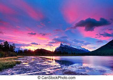 banff nemzeti dísztér, cinóbervörös szín, tavak, napnyugta, felül