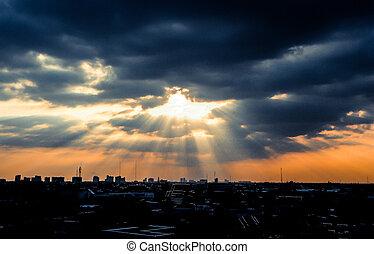 Rays of sunlight shine