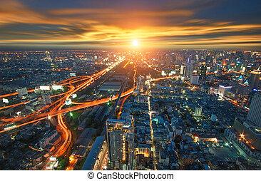 bangkok, ville, dans, thaïlande, vue, depuis, plus haut, bâtiment, à, trafic, à, sunset.