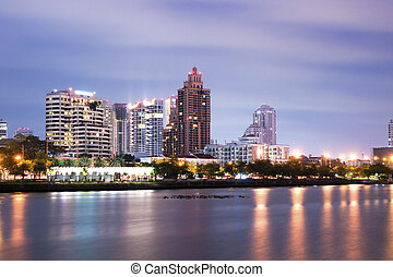 bangkok, ville, en ville, soir, à, reflet, de, horizon,...