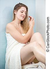 banheiro, mulher, toalha, coberto, sentando, jovem, mãos,...