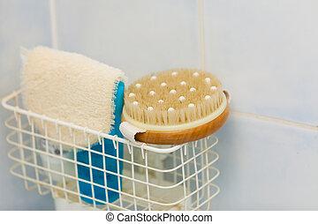banheiro, objects., esponjas, escovas, em, chuveiro, recipiente