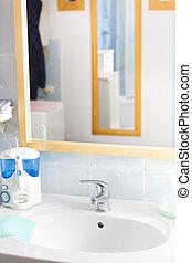 banheiro, objetos, pia, e, espelho.