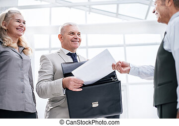 bank, employee., nära, dokument, mottagande, affärsman, uppe.