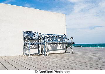 bankje, op, houtenvloer, in, de, strand.