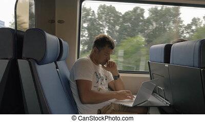 banlieusard, ordinateur portable, train, utilisation, pendant, cavalcade, homme