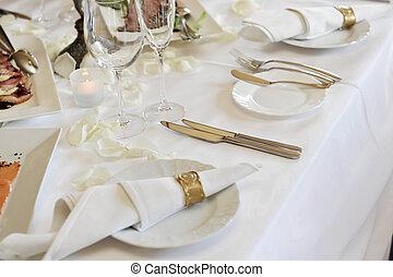 wedding dinner - Banquet table setting for wedding dinner