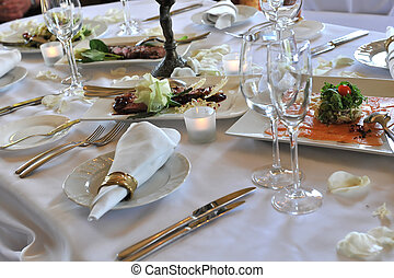 wedding dinner - Banquet table setting for wedding dinner