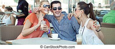 baráti társaság, alatt, a, kávécserje bevásárlás
