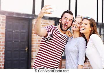 barátok, bevétel, csoport, selfie, boldog