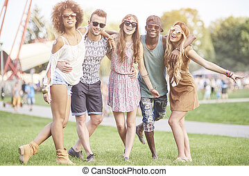 barátok, feltevő, képben látható, a, zene, fesztivál