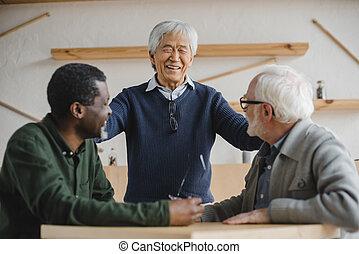 barátok, idősebb ember, kávéház, gyűlés