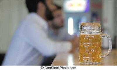 barátok, ivás, fogalom, hím, sör