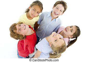 barátok, karika, öt, fiatal, mosolygós