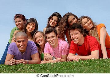 barátok, mosolygós, csoport, tizenéves, boldog