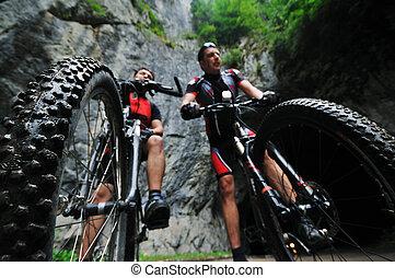 barátság, külső, képben látható, hegy bicikli