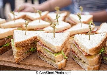 bar., 野菜, vegan, 料理の, コーシャーである, sliders, トレー, バー, バックグラウンド。, ハム, サンドイッチ, 食物, 料理, ビュッフェ, 食通, パーティー, catering., ケータリング, buffet., スライダー