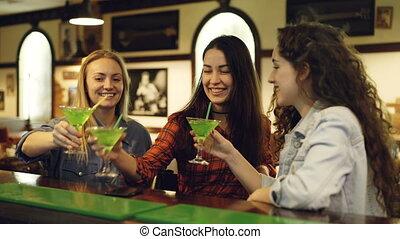 bar., toasting, okulary, brzęczący, fantazja, cocktaili, ...