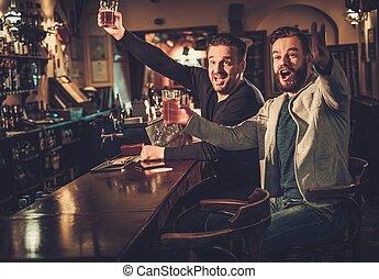 bar, voetbal, oud, het schouwen tv, toonbank, pub., vrolijk,...