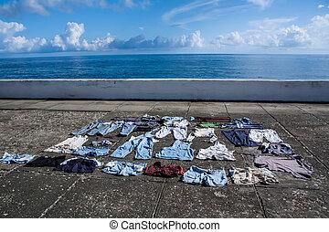 baracoa, cuba, sécher, trottoir, front mer, vêtements
