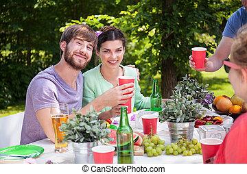 barbecue, couple, heureux, fête