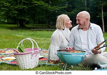 barbecue, couple, parc, heureux