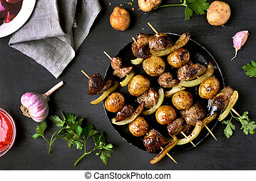 Barbecued chicken liver and vegetables kebabs