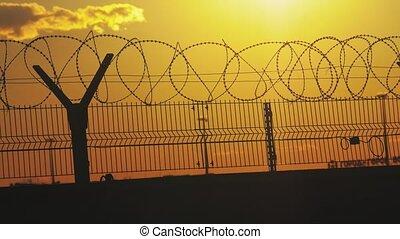 barbelé, concept, silhouette, barrière, illégal,...