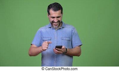 barbu, bon, obtenir, téléphone, persan, utilisation, nouvelles, homme, beau