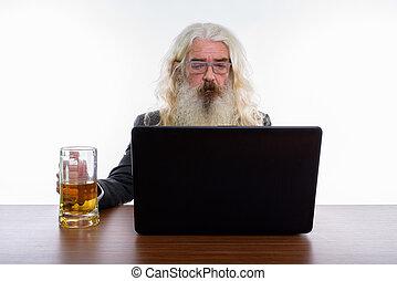 barbu, coup, glas, ordinateur portable, studio, utilisation, homme affaires, personne agee