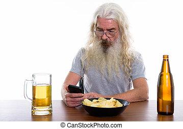 barbu, coup, téléphone portable, bière, studio, utilisation, homme aîné