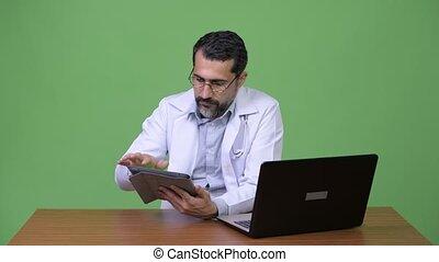 barbu, docteur, travail, multi-tasking, persan, homme, beau