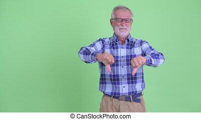 barbu, donner, claquer doigts, bas, hipster, pouces, accentué, homme aîné