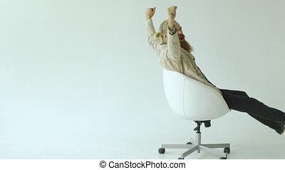 barbu, tourner, fond, bureau, avoir, slowmotion, amusement, homme affaires, chaise, blanc