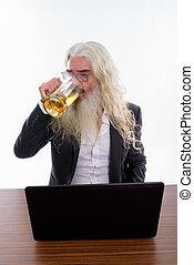 barbu, verre projectile, bière, studio, homme affaires, personne agee, boire