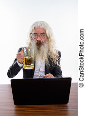 barbu, verre projectile, bière, studio, tenue, homme affaires, personne agee