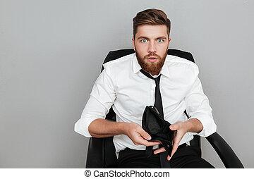 barbudo, camisa, mostrando, chocado, carteira, branca, vazio, homem