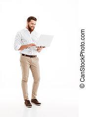 barbudo, laptop., jovem, usando, homem, bonito