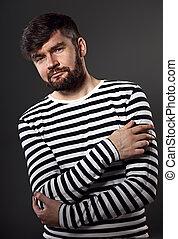barbudo, sério, emocional, homem, thininking, aproximadamente, com, braços dobrados, ligado, cinzento, experiência., closeup, retrato