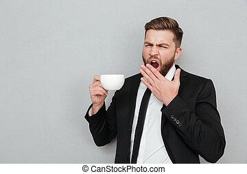 barbuto, sbadigliare, caffè, completo, bere, uomo