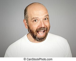 barbuto, uomo sorridente