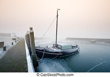 barca naviga, su, uno, freddo, giorno, in, inverno
