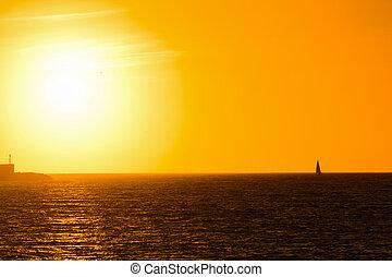 barca, solo, in, il, mare, a, tramonto