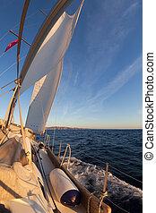 barca vela, durante, il, regata, a, oceano tramonto