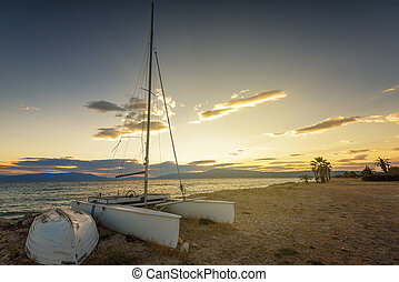 barca vela, spiaggia, a, tramonto