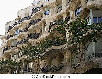 Barcelona architecture - Gaudi's Casa Mila in Barcelona, ...