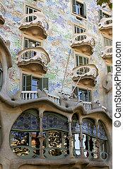 Barcelona architecture - Gaudi\\\'s Casa Battlo in...