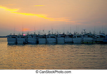 barche, tramonto