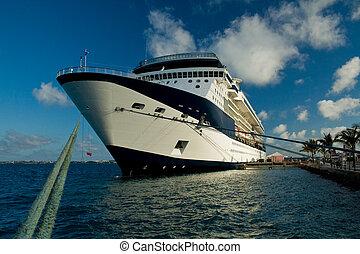 barco, atracó, crucero