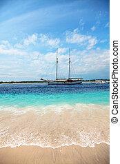 barco, en la playa